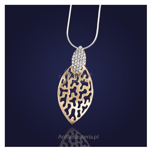Srebrna biżuteria: Prześliczny srebrny wisiorek z cyrkoniami-złocony.