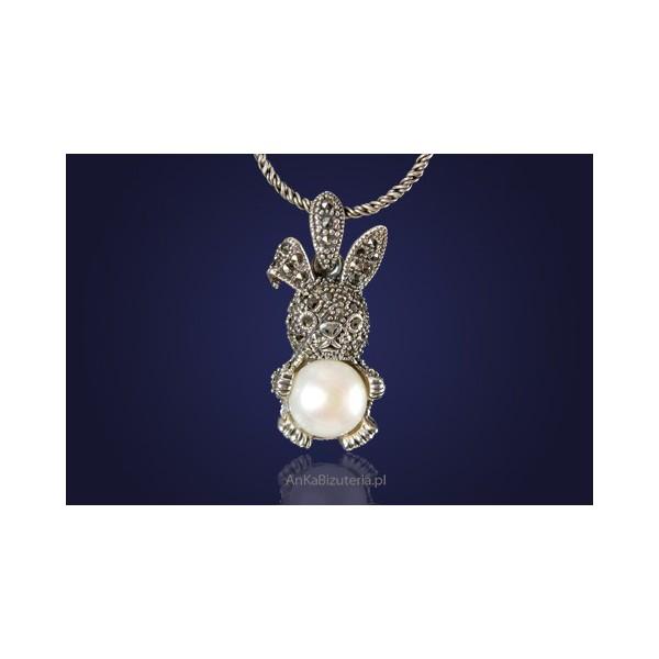 Wisiorek srebrny z perłą