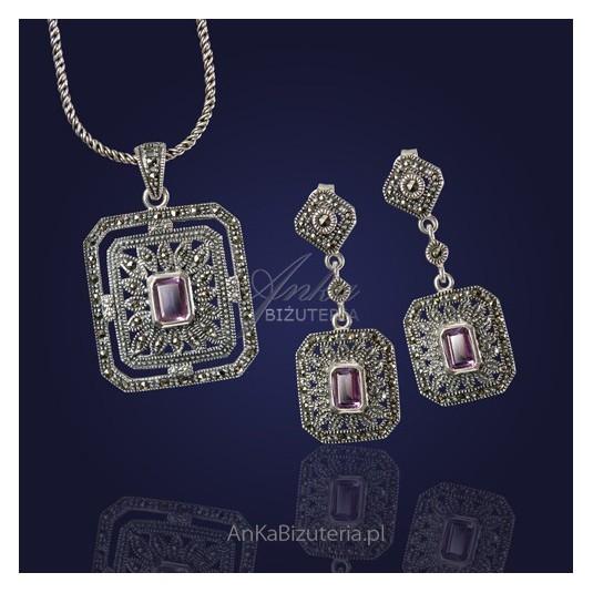 Barokowy Komplet biżuterii- kolczyki i wisior.