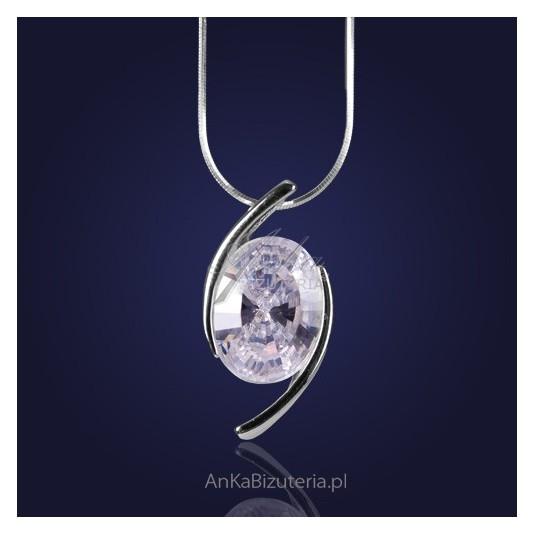 Cyrkonia-Wisior Srebrny w niesamowicie czarującej oprawie srebrnej.