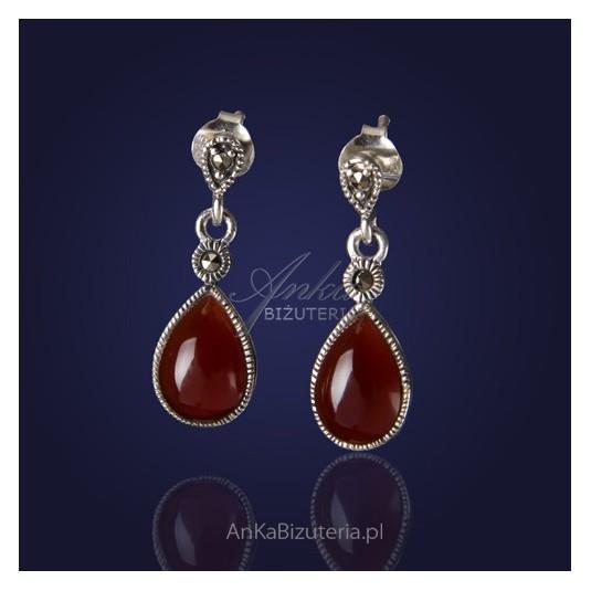 Srebrna Biżuteria-Kolczyki srebrne z markazytami i karneolem.