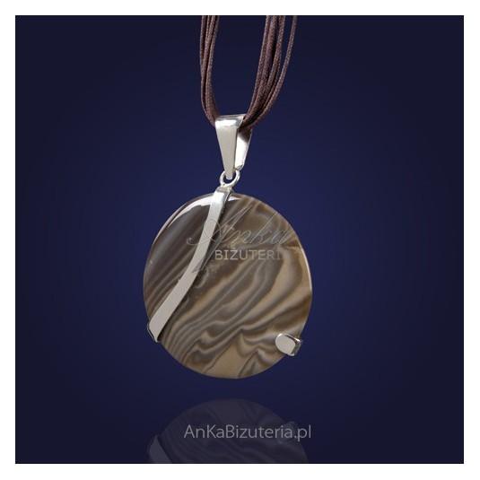 Niepowtarzalny wisior srebrny dla oryginalnych Pań z krzemieniem pasiastym.