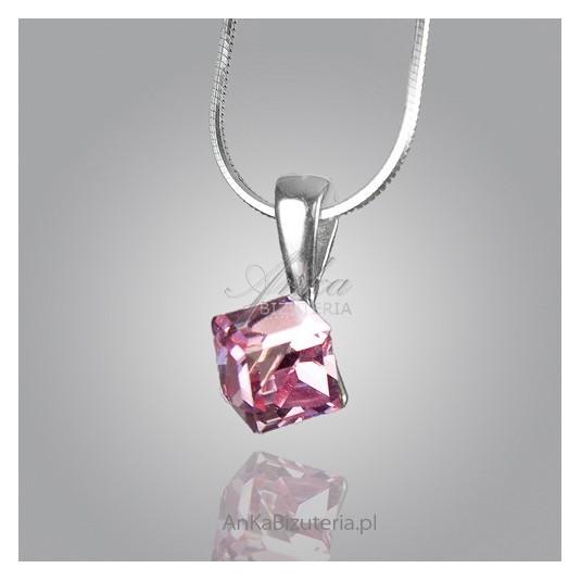 Zawieszka srebrna-Różowa kosteczka srebrna z kryształu Swarovski.