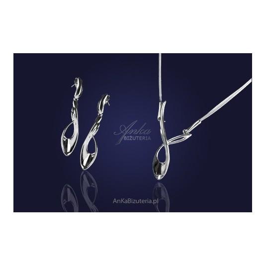 Komplet naszyjnik i kolczyki ze srebra z nowej kolekcji biżuterii która urzeka prostotą.