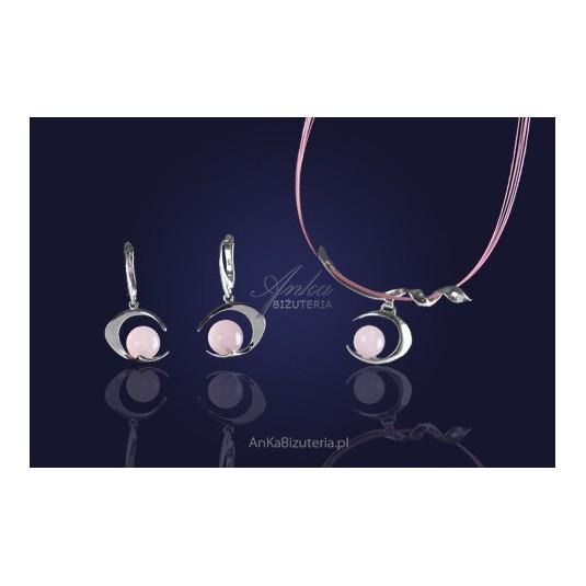 Komplet biżuterii kolczyki i naszyjnik srebrny w perfekcyjnym połączeniu z kwarcem różowym.