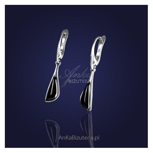 Kobiecość i powiew luksusu - kolczyki srebrne z onyksem i kryształem.