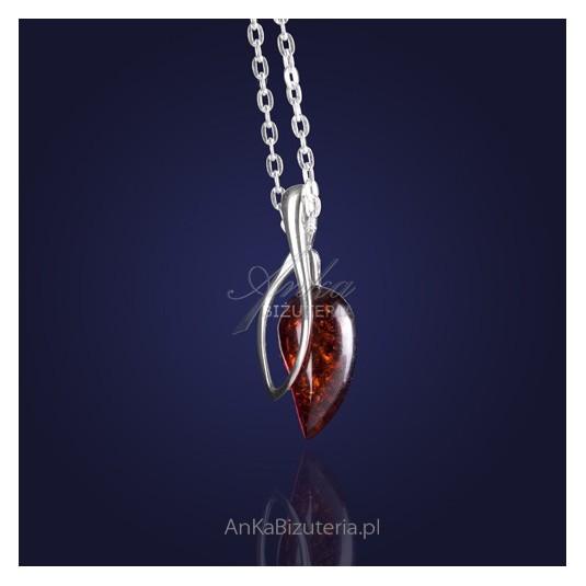 biżuteria-Finezyjny wisiorek srebrny z wiśniowym bursztynem.