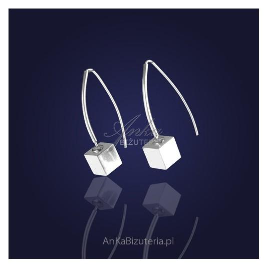 Biżuteria-Kostki srebrne - modne kolczyki.