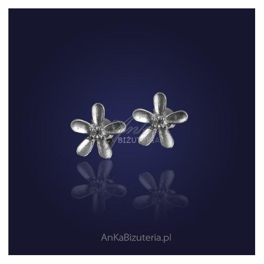 "BESTSELLER - kolczyki srebrne ""jak kwiatki na łące""."