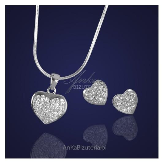Piękna biżuteria-Serduszka srebrne z zapierającymi dech w piersiach kryształkami.