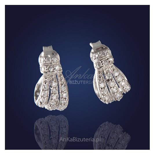 """""""Kokardki""""- nietuzinkowe, eleganckie kolczyki srebrne z cyrkoniami."""