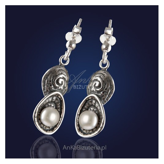 """Biżuteria: """"Perły w muszelkach"""" - kolczyki srebrne z naturalnymi perłami."""