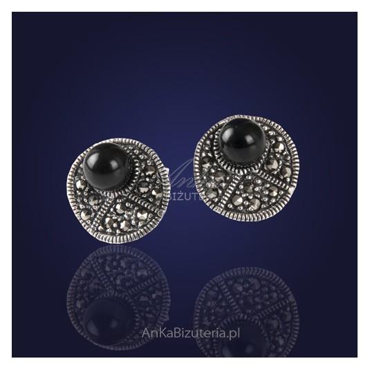BiZuteria: Casualowe srebrne kolczyki z onyksem i markazytami.