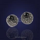 Biżuteria: Casualowe srebrne kolczyki z onyksem i markazytami.
