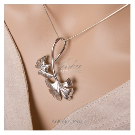Hit sezonu! Biżuteria bliska naturze, srebrny komplet na wiosnę, lato oraz jesień
