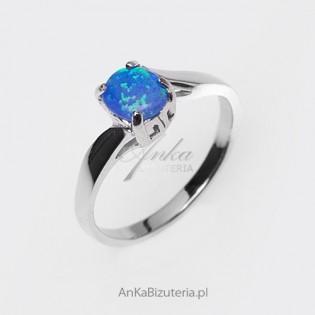 Opal- pierścionek z opalem w przepięknej srebrnej oprawie - rozmiar 18, 16