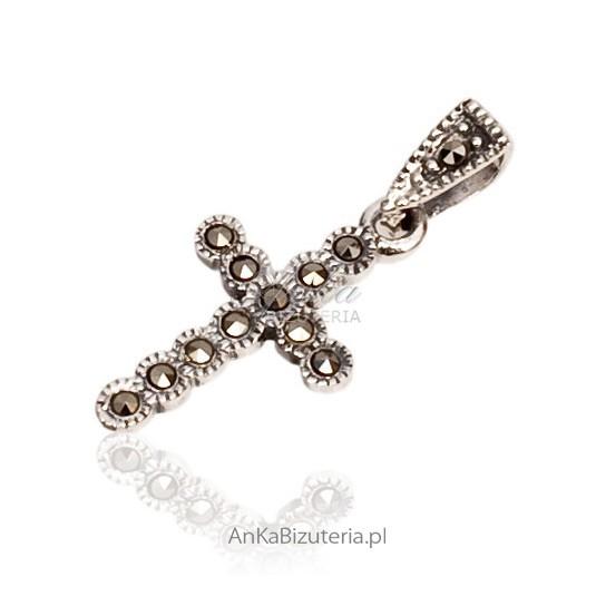 Piękny krzyżyk srebrny z markazytami.