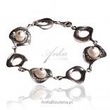 Catherine -bransoletka srebrna oksydowana z perłą