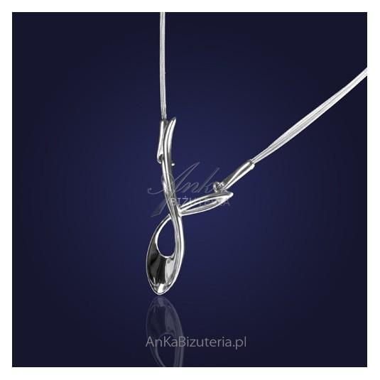 Naszyjnik z nowej kolekcji biżuterii która urzeka prostotą.