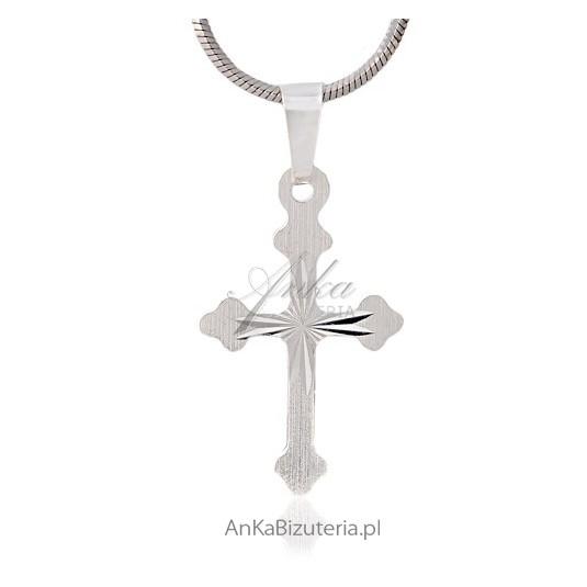 Krzyżyk srebrny-diamentowany - sliczny krzyzyk damski