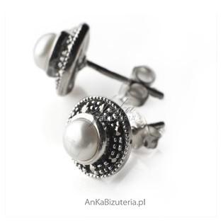 Minimalistycznie i pięknie - srebrne kolczyki z markazytami i perełkami