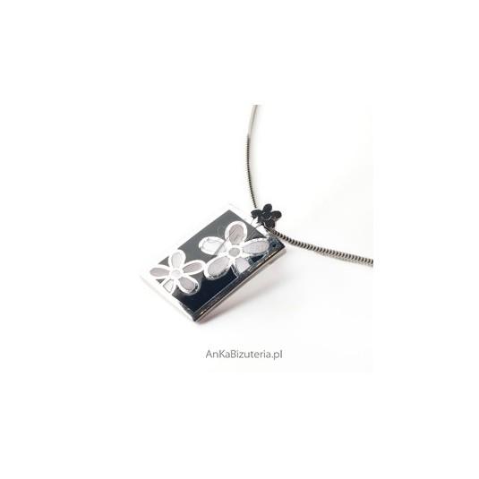 sliczny wisiorek srebrny - malowane emalia kwiatki