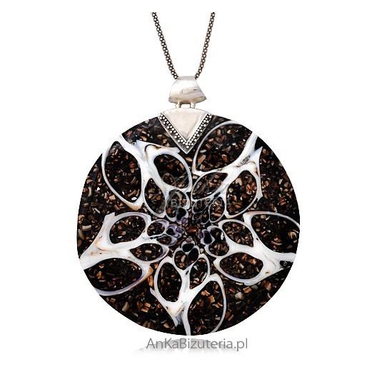Piękna artystyczna unikalna biżuteria - wisior srebrny z muszli malowanej