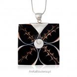 Wisior srebrny z muszlą - biżuteria artystyczna