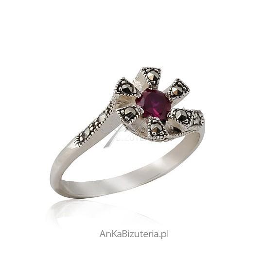 Unikalna biżuteria - pierścionek z markazytami i bordowa cyrkonia -18.