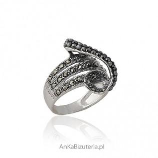 Oryginalny pierścionek srebrny z markazytami 14