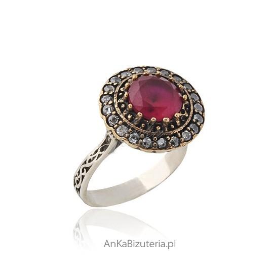 Kolekcja Wiktoriańska - 14,15,srebrny pierścionek z kamieniami szlachetnymi.