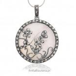 Wisior srebrny z markazytami i masą perlową .