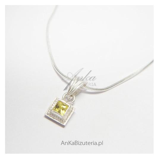 https://www.ankabizuteria.pl/9121-large_default/wisior-srebrny-z-cyrkoniami.jpg