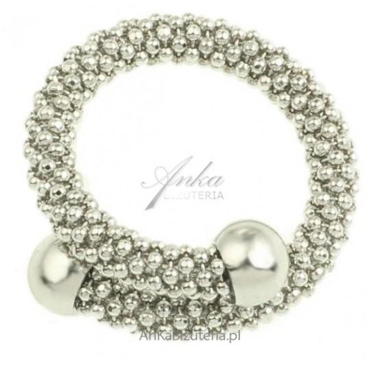 Srebrny pierścionek . Biżuteria włoska. Rozmiar uniwersalny