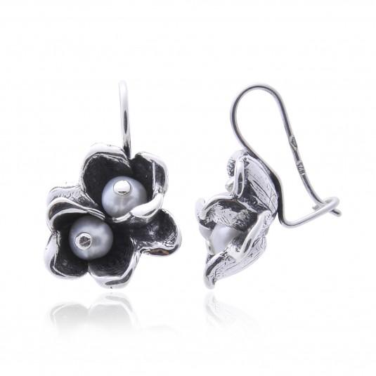 Kolczyki srebrne oksydowane z białymi perłami