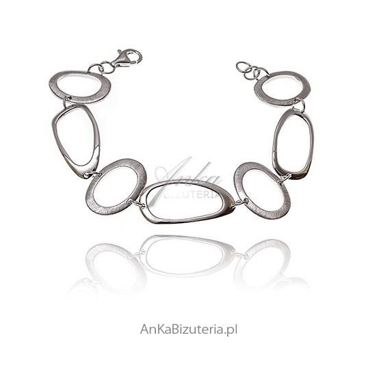 Modna bransoletka srebrna rodowana